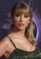 191125_Taylor_Swift_at_the_2019_American_Music_Awards_(cropped).png
