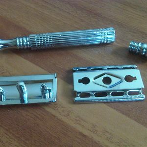 RiMei DE Razor Disassembled
